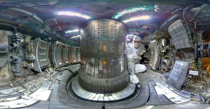 Nuclear fusion reactor for laser