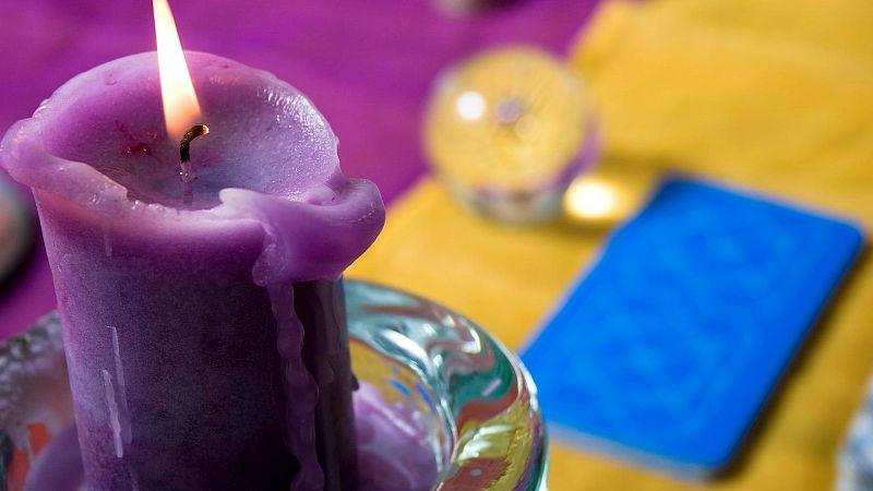 Tarot card candle4