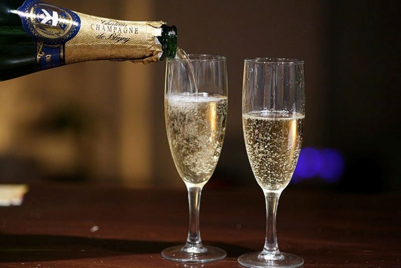 Champagne-compressed